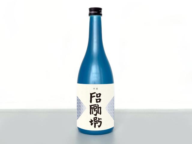Kanji-esque alphabet writing on a sake label